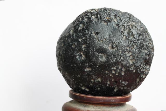 全球最贵的石头 一克10000块贵阳女孩拾400斤,一夜成富豪