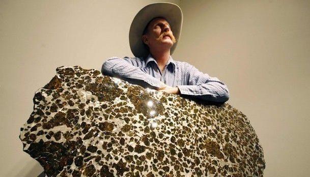 新疆发现最美陨石,却被低价卖给外国人,如今值3200万,亏大发了