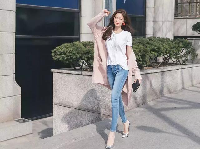 女生穿上高跟鞋,尽显优雅韵味