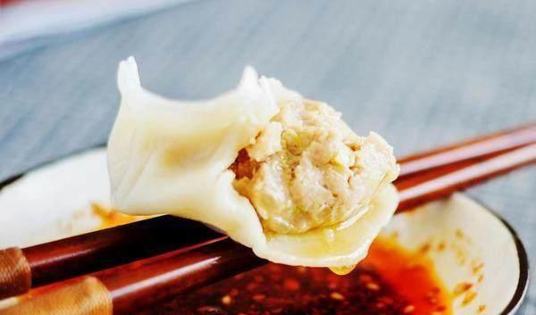 嗯,告诉你几个小窍门,从调馅到捏饺子煮饺子,几个简单的步骤,您看过后