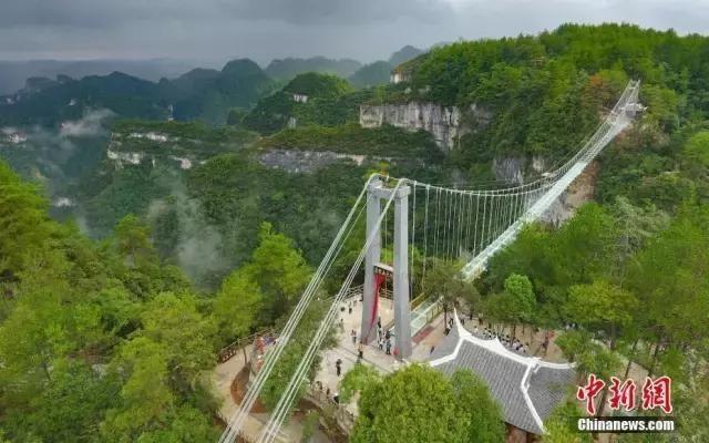 来了!泸州周边又一座全透明玻璃桥正式开放,光看看就腿软了!