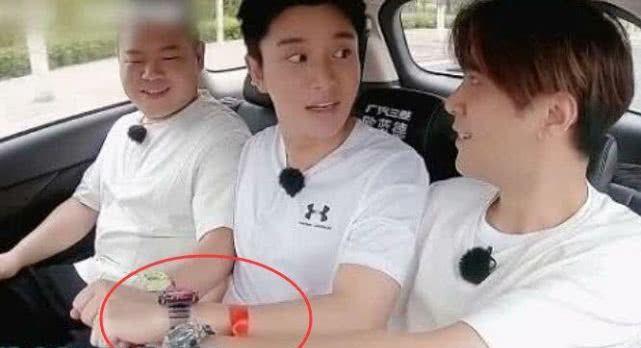网友看了小猪送贾乃亮的手表,不淡定了,直呼:大方