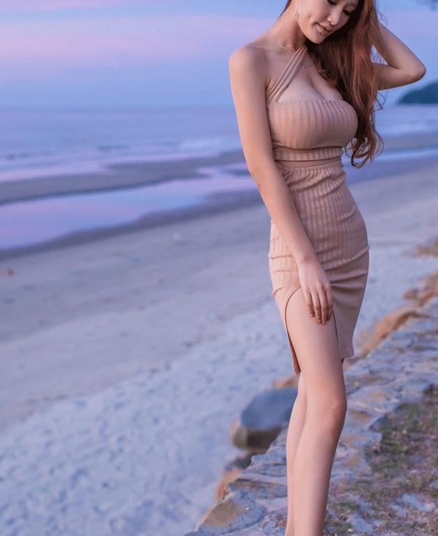 海边摆拍的还是,最好蹲姿美女看么美女被图片