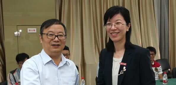 她高三时被保送北大,如今是浙大的美女教授,最近拿到了国际奖