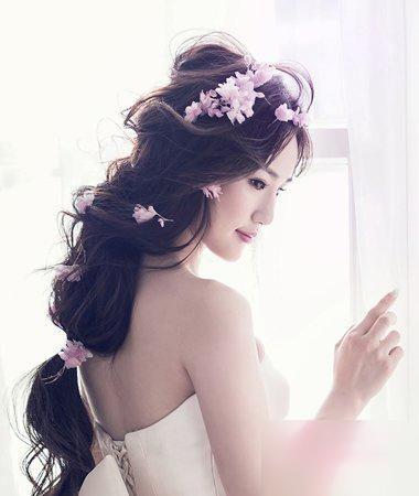 10款活泼浪漫的新娘发型图片!