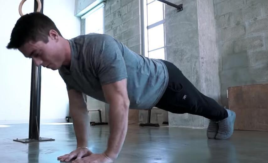 初级训练手臂,俯卧撑和引体向上这几个动作尝试一下