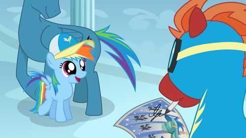 天蓝色身体,彩虹色鬃毛,瑰红色眼睛的小马,可爱标志为朵云下面有一道