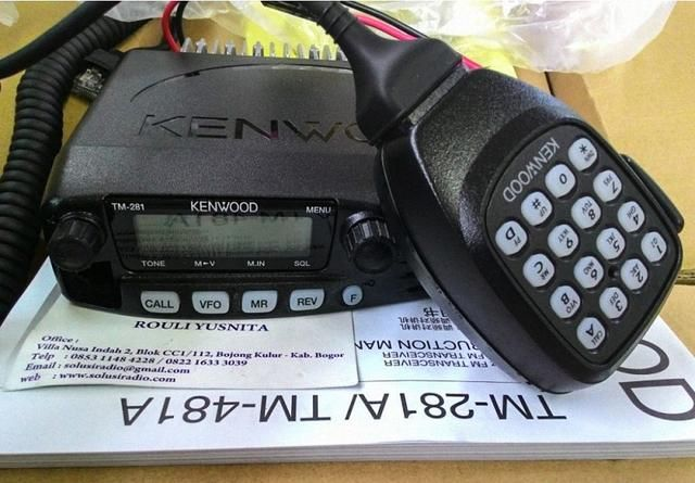 自驾出游,结队而行,车载电台和手持电台是方便联络的利器,同时也是户外应急通信、救援的必要装备。但要牢记使用电台前,一定要向当地无线电管理机构或业余无线电协会了解相关法律法规,合理合法使用电台。  说到电台,这四个品牌要知道,八重洲(YAESU)、艾可慕(ICOM)、建伍(Kenwood)这3个是电台设备知名主流品牌,钻石(diamond)是主流天线品牌。