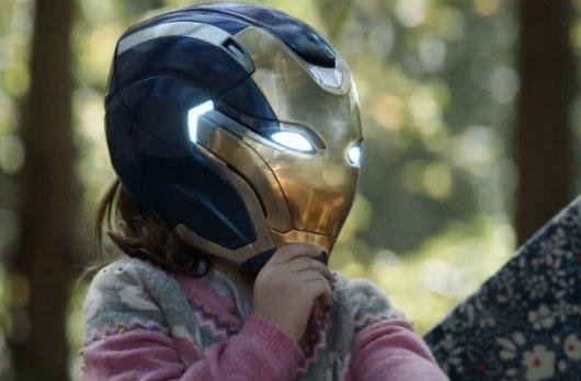 为何钢铁侠不许女儿碰头盔?不是怕她上瘾,而是另有想法!