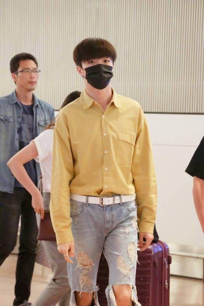 日本农现身陈立黄色,机场t恤破洞视频,短裤:到底守门网友图片