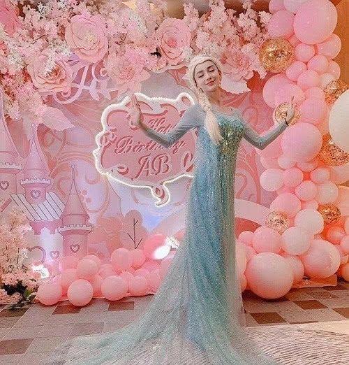 女星模仿秀:杨颖冰雪女王,关晓彤美少女,却都败给她的白雪公主