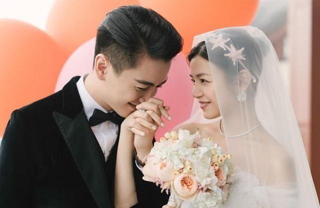 半个娱乐圈的明星都是他的嘉宾,婚纱照也是一样的高大上,欧洲宫廷式的图片