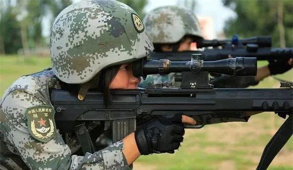 靶心!靶心!来看看高颜值女狙击手的战斗style!