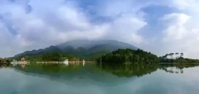 """清远的牛鱼嘴原始生态风景区是广东省唯一一家入选""""中国十大生态旅游"""