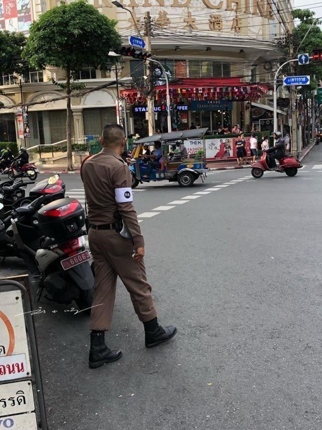 """泰国警察为甚么都穿着""""性感""""的紧身礼服?缘由大年夜多半人想不到!"""