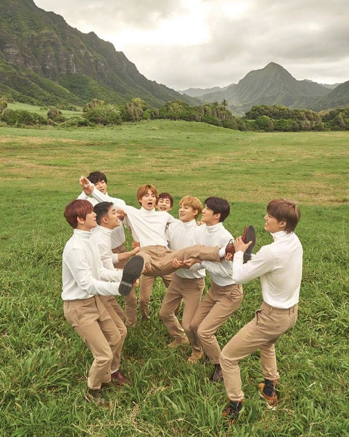 """EXO发射的小SUHO""俊勉回顾夏威夷画报经典瞬间"