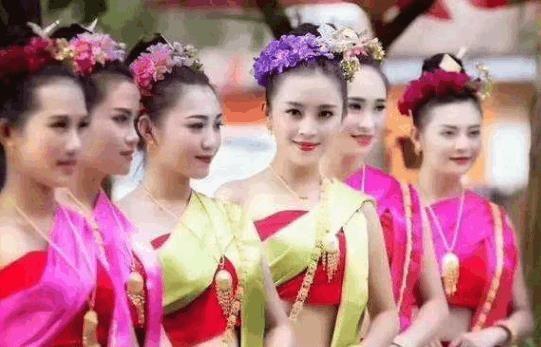 老挝美女为何对中国游客那么热情?老挝美女坦言:中国人太大方了