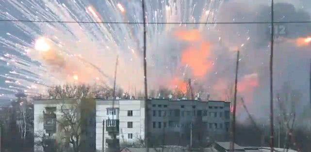 乌克兰一弹药库发生爆炸,内部旧照曝光