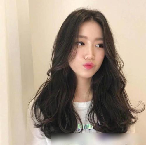 方脸的人剪空气刘海加八字刘海的发型可以吗?