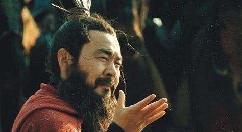 曹操原本是袁绍下属,没什么实力,是谁给了他挑战天下的资本?