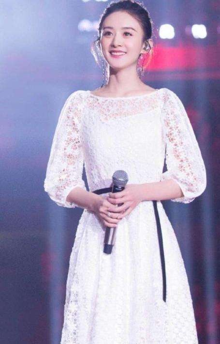 2018跨年晚会上,赵丽颖清纯可爱,而她成为全晚会赢家