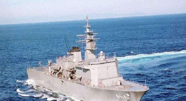 <b>海军中地位最高军舰,所有舰艇都要主动鸣笛,辽宁舰见了也要让步</b>