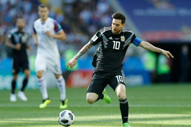 阿根廷遭爆冷1:1冰岛 比赛结束时谁注意到梅西的这一举动