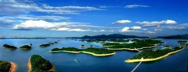 庐山西海被誉为江西的千岛湖,湖面上星罗棋布了很多的小岛,美不胜收.
