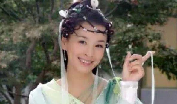 前额有辫子的角色:李湘帅气冷艳,贾静雯有灵气,她是童年女神
