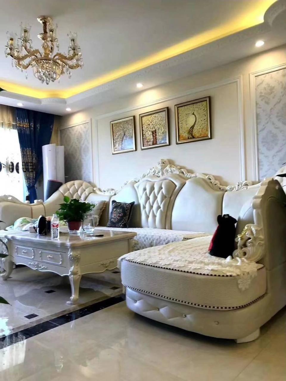 推荐 正文  电视背景墙选用大理石上墙,提高了家居的档次,高贵而典雅