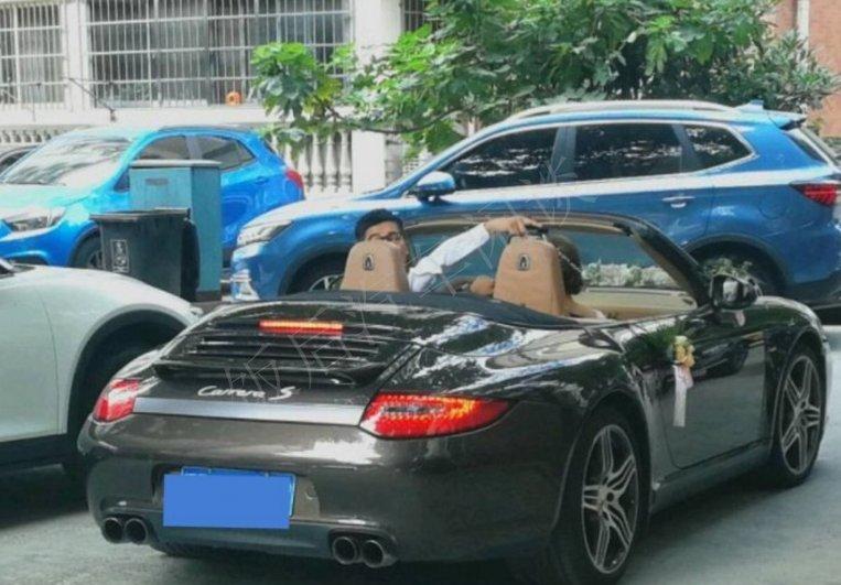 上海小伙开敞篷版保时捷911carrera 4接亲:新娘一句话