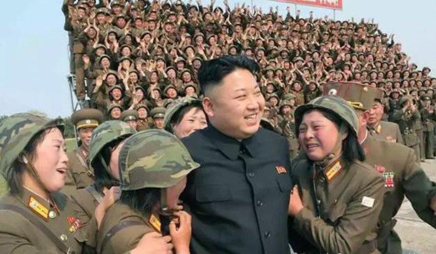 朝鲜_朝鲜女兵,见到金正恩就哭