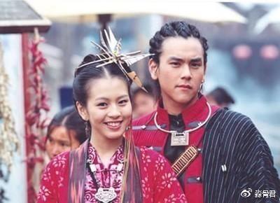 阮经天在《绿光森林》第一次接触到刘品言,两人在这部剧中人气大火图片