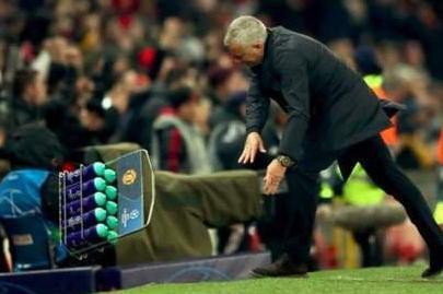 穆里尼奥:摔水瓶是释放;球员错失机会我总能失