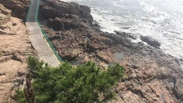 两女孩被海浪卷走不幸殒命,海边游玩这些必须谨记!