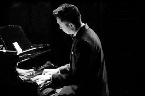 用音乐记录生活--爱乐汇《夜的钢琴曲》石进钢琴作品演奏会