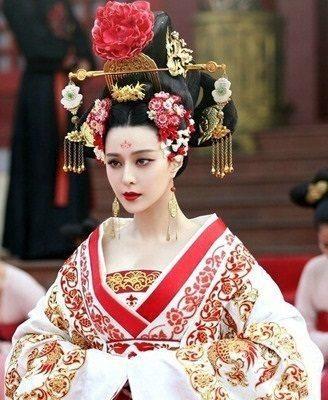 时尚 正文  步摇是古代美女的一种首饰,取其意:移步,则摇.