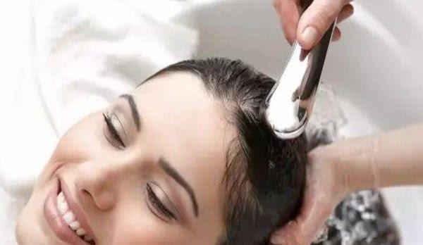 女生每天洗头伤害头发3大误区,女生都做错了!