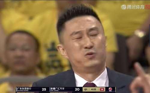 广东1:0新疆!杜峰表情太抢镜:a表情+不满+欢微信表情趣图动态图片