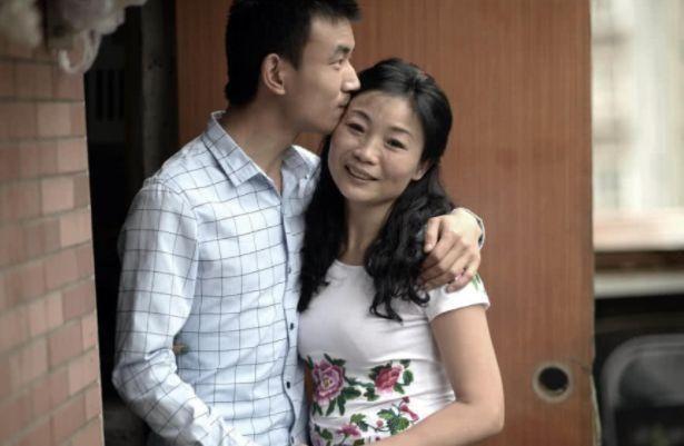 """""""母子恋""""相差23,紧紧认识几月便登记结婚,2年过去如今怎样"""