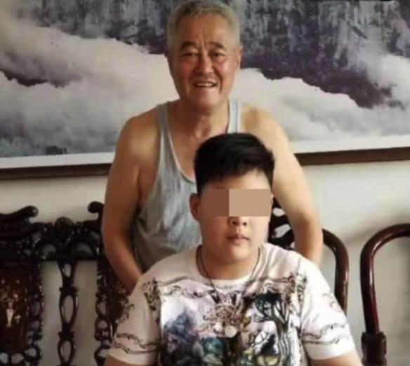 曝赵本山近照,穿戴朴素有些发福,为灾区捐款500万