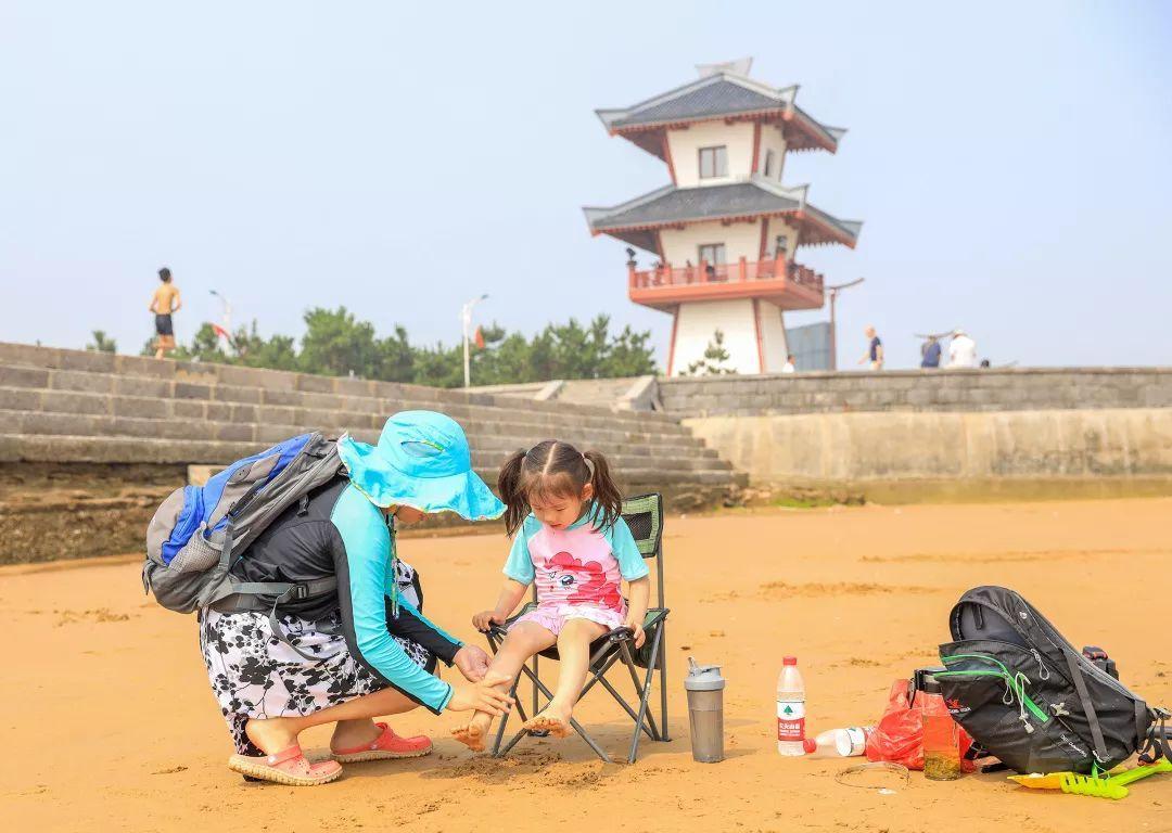 七月的青岛拒绝下广场,萌娃、比基尼有更加选吗有市场美食饺子图片