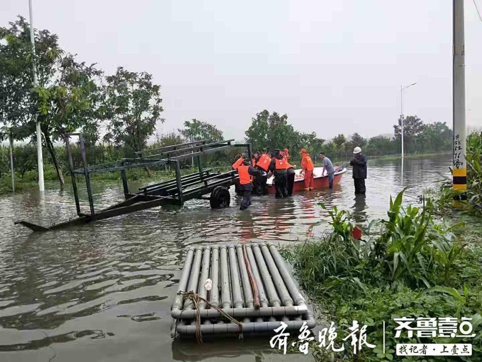"""淄博桓台救援进行时:三马社区被困者基本救出,铲车成""""摆渡车"""""""