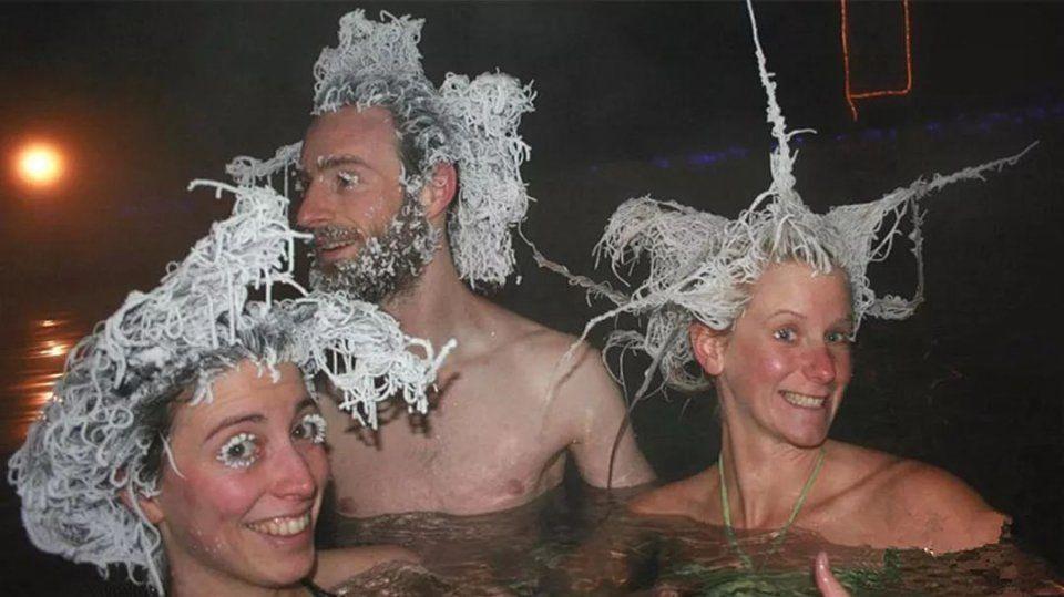 奇闻|零下40泡温泉,从水里出来头发就变冰柱,好像白眉图片