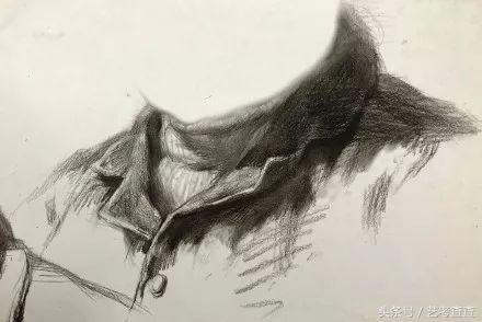 素描头像步骤                习惯用木炭条起稿的童鞋 看看大师是