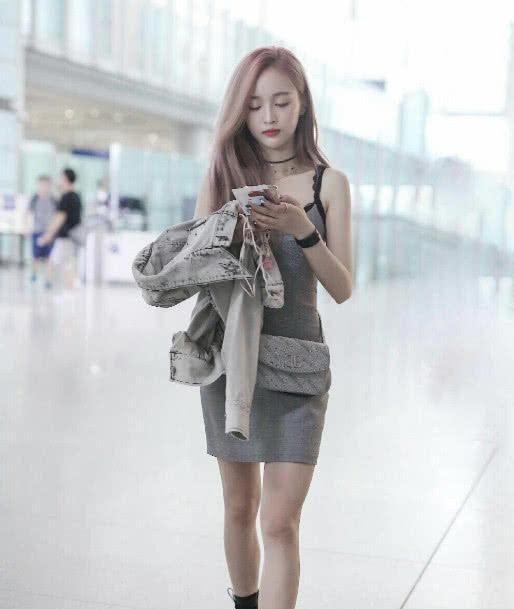 吴宣仪公开现身机场,一身吊带裙吸引粉丝眼球 网友:爱了