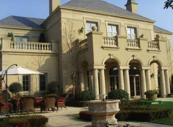 明星豪宅:黄晓明的似童话城堡,林青霞的市值11亿,而六小龄童的亮了
