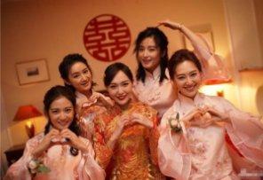 唐嫣的伴娘优雅,杨颖的伴娘浪漫,却都输给了唐艺昕的伴娘团