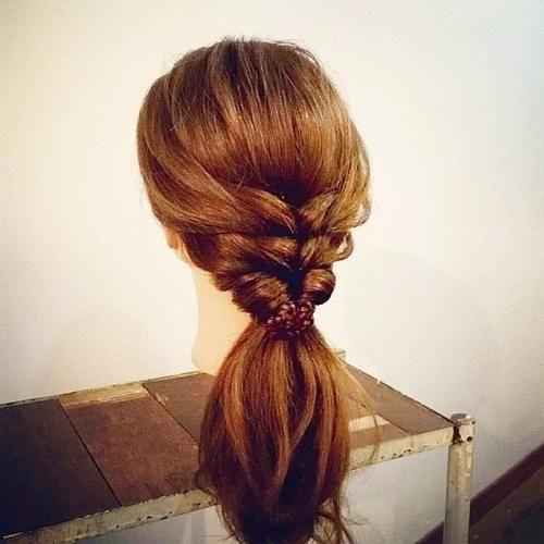端庄短发的编发发型,30岁女性的造型烫发大气时尚编发卷度图片