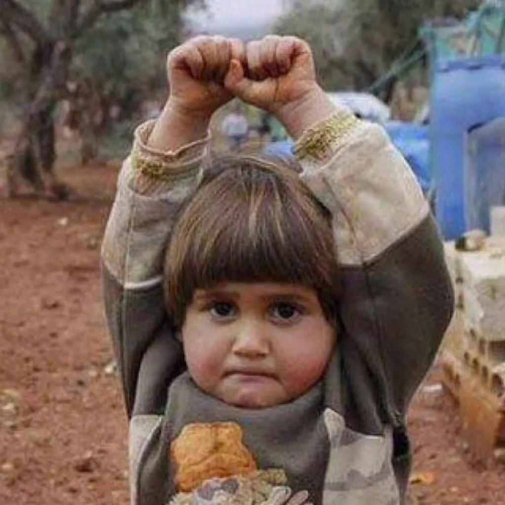 叙利亚男孩含泪哭泣《我为叙利亚演唱》控诉战qq美女生活头像图图片